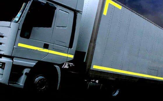 Cinta adhesiva reflectante para camiones según norma EC104