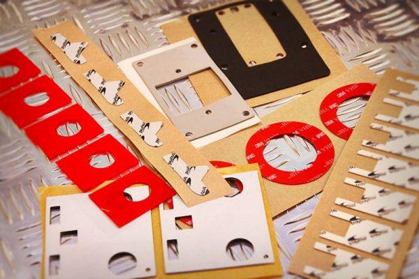 Qué son los adhesivos troquelados