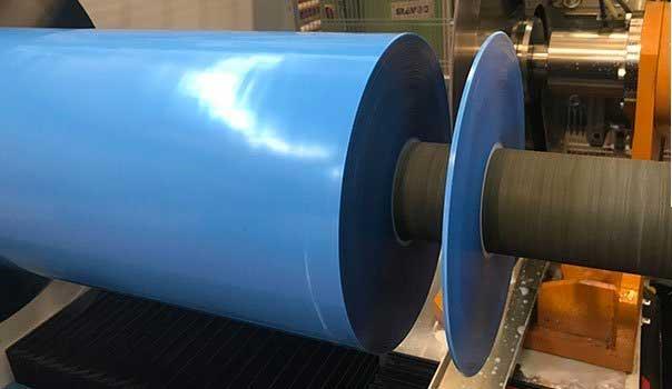 Corte a medida de cinta adhesiva de espuma