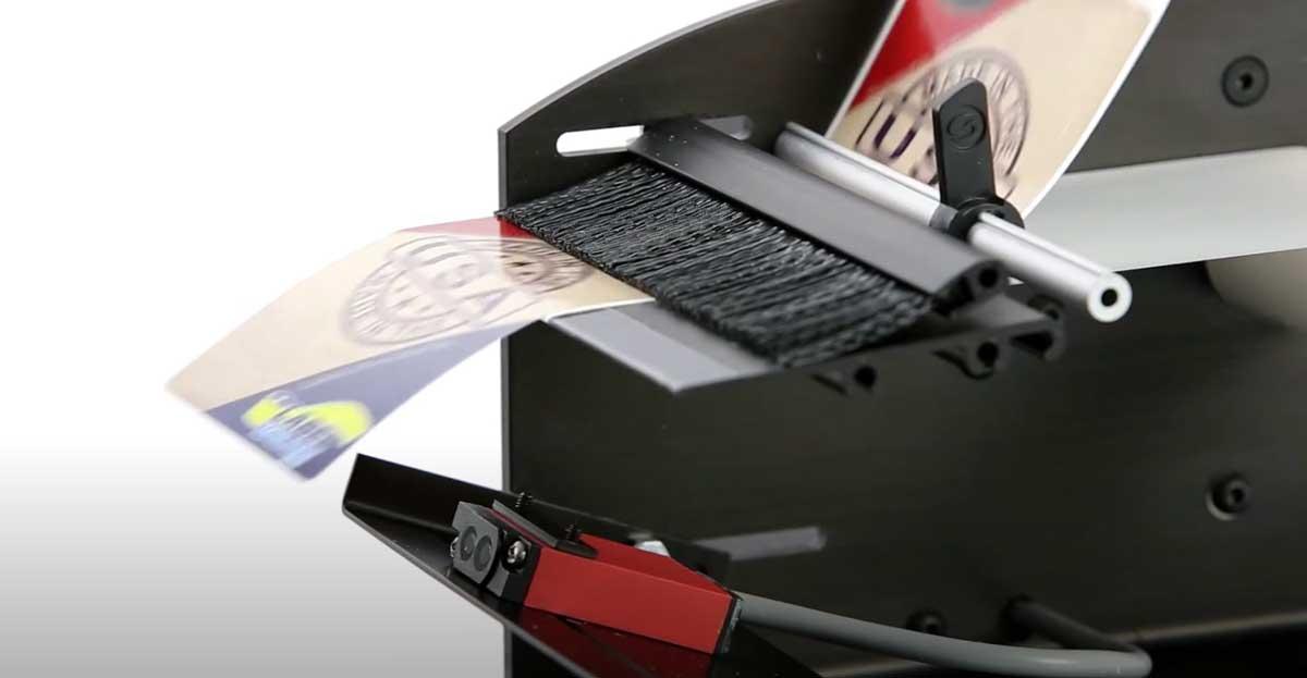 Vista en detalle del dispensador automático de etiquetas LDX6050