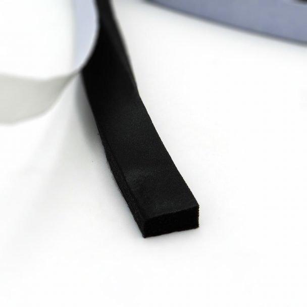 Espuma PVC con adhesivo de 4,5 mm espesor color negro para sellado
