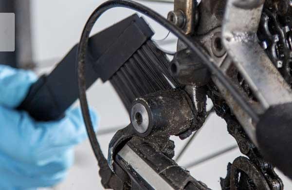 Limpiar el cassette y la cadena de la bicicleta